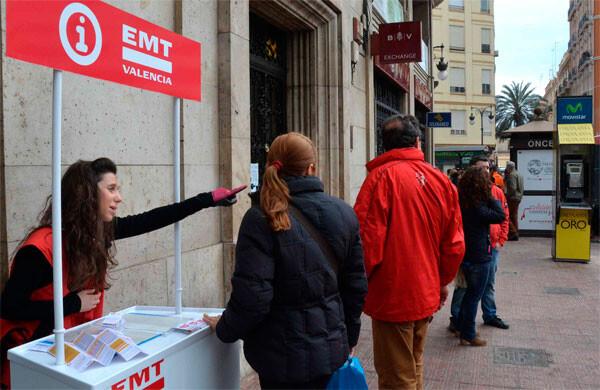 Punto de información de EMT durante las Fallas 2013