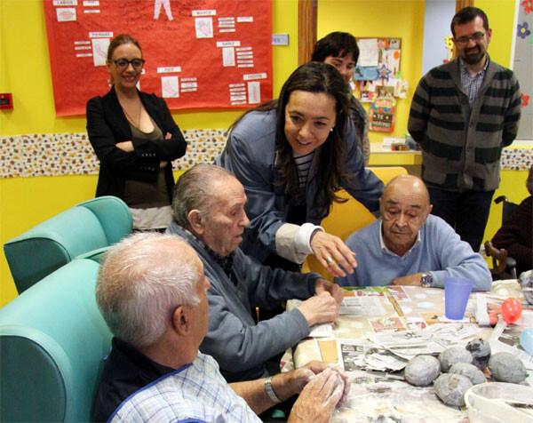 Nela García subrayó la utilidad del recurso de centro de día porque facilita la conciliación de la vida social y laboral de las familias que tienen personas mayores dependientes a su cargo