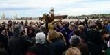 El Cristo del Salvador preside el acto por los fallecidos en la mar en la playa del Cabanyal/fotos paco lledó