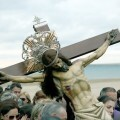 El Cristo del Salvador en el acto de la playa en honor a los fallecidos y marineros/Manolo Guallart