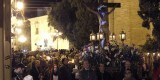 El Cristo de los Santos Juanes durante el Vía Crucis de Ciutat Vella/a.saiz