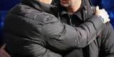 JIM y Mourinho se saludan antes del comienzo del partido. Foto: Seistoros