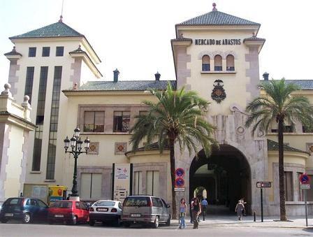 Edificio de Abastos donde esta la comisaria de la Policía Nacional/vlcciudad
