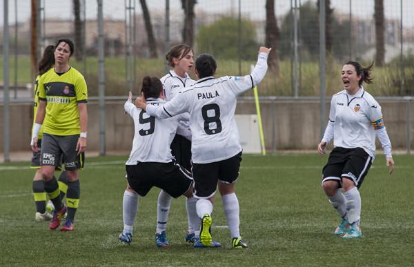 Las blanquinegras celebran el gol que les ha dado la victoria ante el Espanyol/Isaac Ferrera