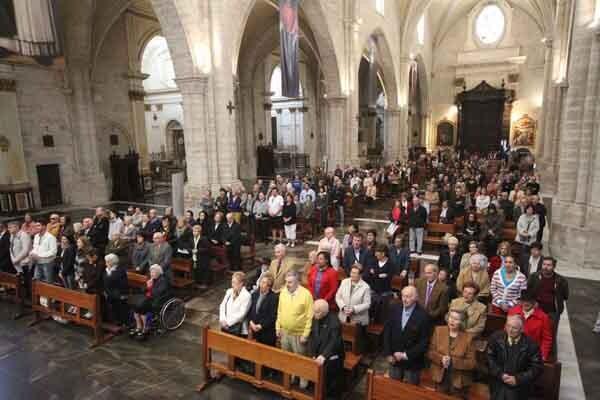 La Catedral, repleta de fieles en la Misa de la Resurrección del Señor. Foto: J. Peiró/AVAN