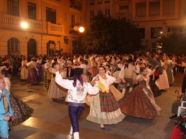Noventa y cinco parejas participaron en una de las dansaes más numerosas de Valencia/artur part