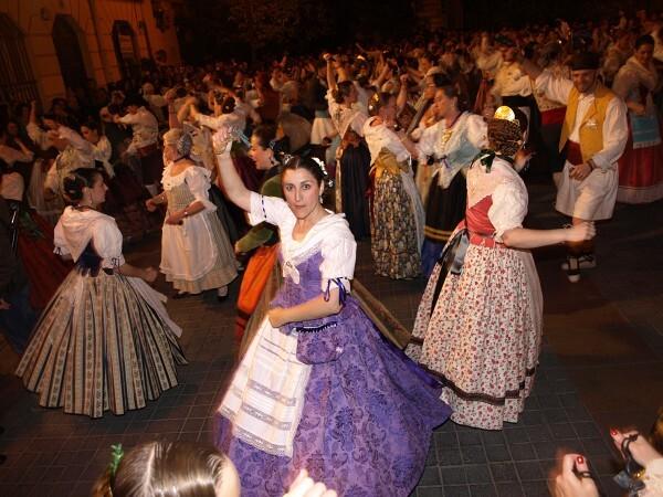 Los bailes se realizaron con notable maestría supervisados por la Federación de Folclore de la Comunidad Valenciana/a.part