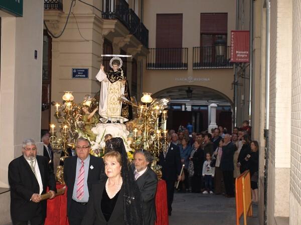 La imagen del patrón por las calles de la Plaza Redonda/Artur Part