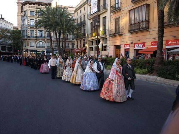 Las fallas también participaron en el cortejo de San Vicente del Mocadoret/artur part