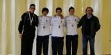 Los ganadores en espada masculina con el presidente de la federación valenciana de esgrima/sav