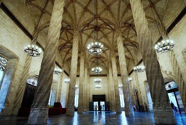 Interior de la Lonja de Valencia/turismo cv