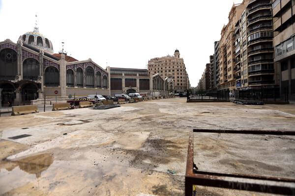 Vista del entorno de la Plaza de Brujas con el Mercado Central al fondo/Manuel Molines