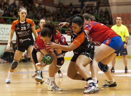 El Valencia Aicequip durante un encuentro contra el Elche en la copa/I.Ferrera