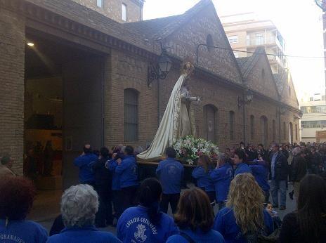 Los granaderos del Grao entran el facsimil de la Virgen de los Dolores al museo/vlcciudad