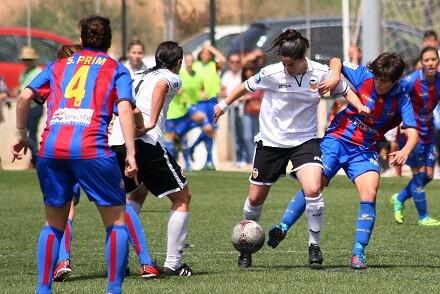 Las jugadores valencianistas tuvieron un recuerdo para la jugadora Sarah