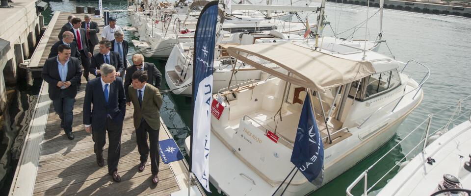 El VLC Boat ya es una realidad después de meses de preparación y en la jornada de hoy los políticos lo han inaugurado/Isaac Ferrera
