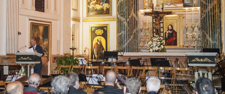 El presidente de la AVL pronuncia el pregón ante los graueros en la iglesia de Santa Maria del Mar/Isaac Ferrera
