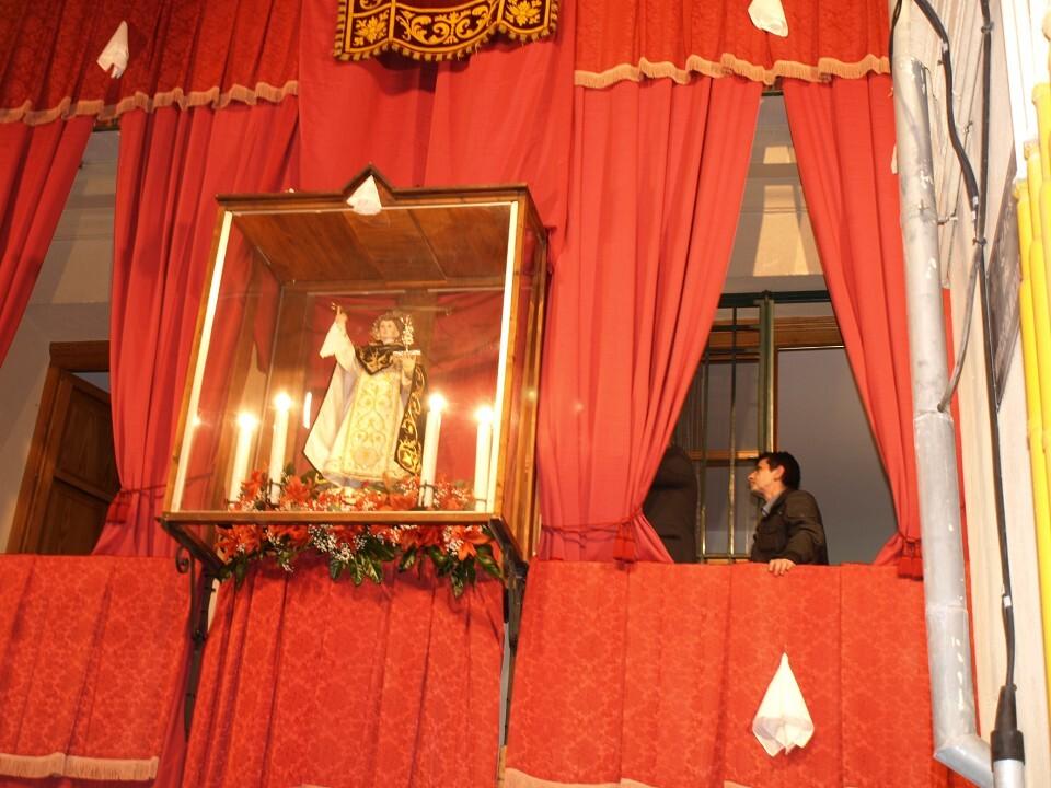 La imagen de San Vicente Ferrer del Mocadoret ya está en su altar en el 600 aniversario del miracle/Artur Part