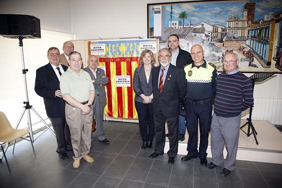La edil Albert con los representantes del barrio de Nazaret en la presentación de la Ruta Saludable/ayto valencia