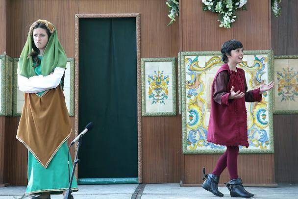 Dos niños actúan en uno de los altares vicentinos /vlcciudad