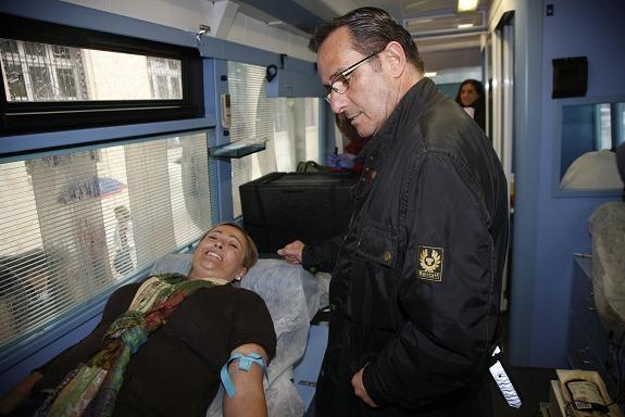 La concejala Lourdes Bernal donó sangre en el autobanco/ayto valencia