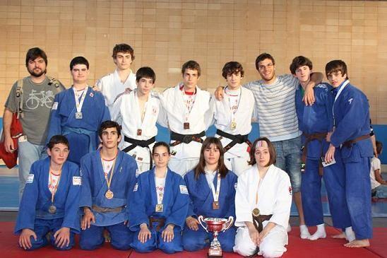 Un grupo de judokas cadetes del Judokan /nostresport