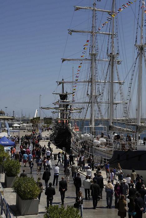 Una vista del Cervantes Saavedra y La Nao Victoria/VLC Boat