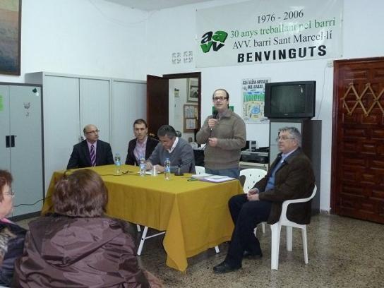 Un momento de la reunión a la que asistió el concejal de Deportes y otros responsables/aavv san marcelino