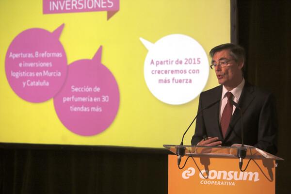 El director de Consum durante la presentación de resultados con el 2015 en el punto de mira/manuel molines