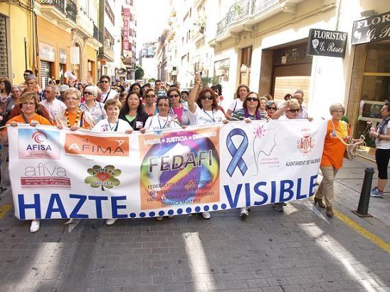 Un grupo de manifestantes con la pancarta que encabezaba la manifestación/artur part