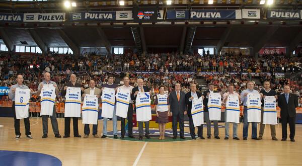 El equipo que pivotó el ascenso con la camiseta en la mano/Isaac Ferrera