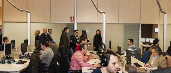 Los responsables de S2 Grupo en una visita a sus instalaciones/Isaac Ferrera