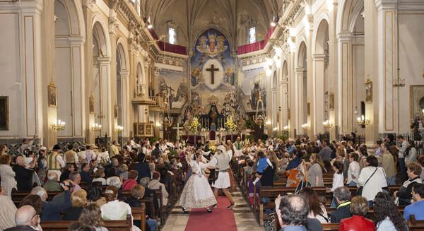 La dansà partió del interior de la iglesia de El Carnen/Isaac Ferrera