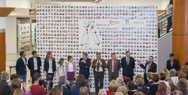 Vista general del mural con los invitados a la presentación en sociedad /Isaac Ferrera