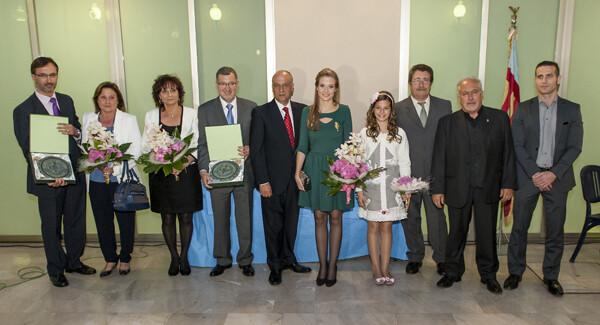 Los premiados en la V edición con la familia de Pepe Monforte y el presidente de la Interagrupación/Isaac Ferrera