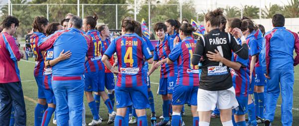 Las chicas del Levante UD festejan la clasificación para seminfinales/Isaac Ferrera