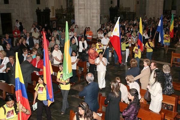 El encuentro de inmigrantes con sus familias en la Catedral/archivalencia