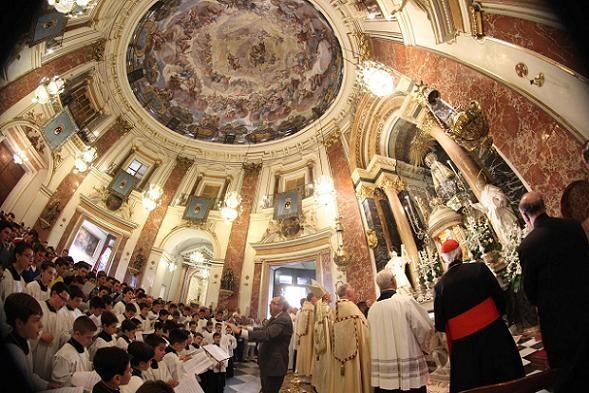Aspecto del interior de la Basílica en la Salve en la Basílica/j.peiró
