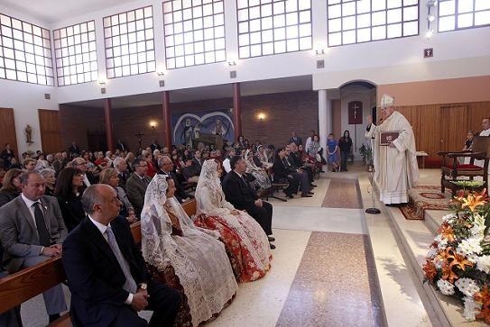 El prelado Carlos Osoro en la homilia que ha pronunciado hoy en la iglesia de la Ciudad del Artista Fallero/Alberto Saiz