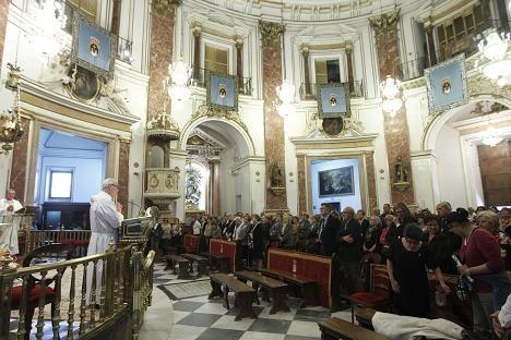 Los representantes de las cofradía en el acto que ha tenido lugar en la Basílica/alberto saíz