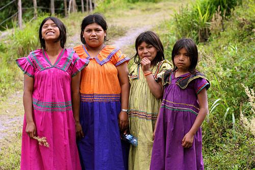 Un grupo de niños de la comunidad que recibirá ayuda de Manos Unidas/
