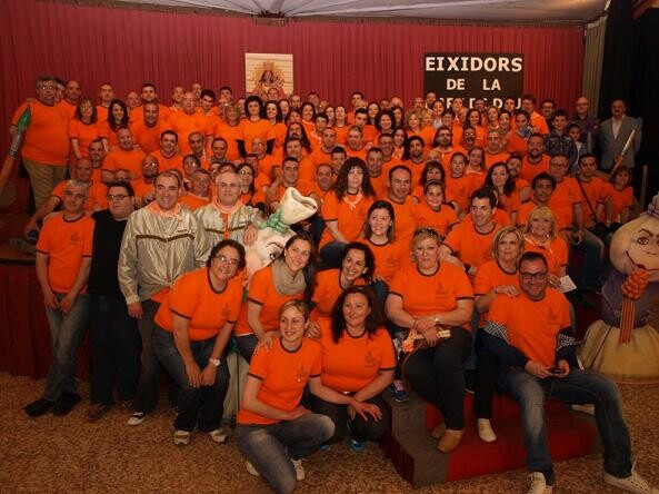 Los asistentes a la cena del pasado sábado en una foto de grupo/artur part