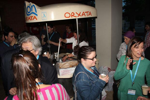 Tras las ponencias, la inevitable horchata con fartons. Foto: Javier Furió