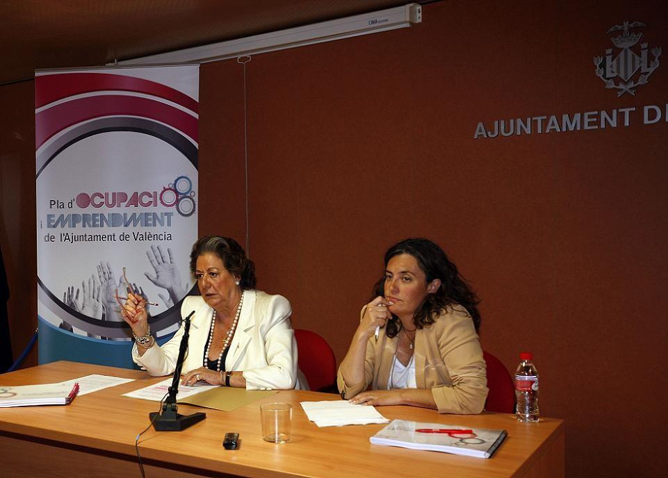 La alcaldesa de Valencia, Rita Barberá, y la edil de Empleo, Beatriz Simón/ayto valencia