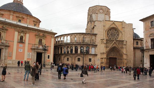 La plaza de la Virgen recibirá miles de visitas el próximo domingo. Foto: Javier Furió