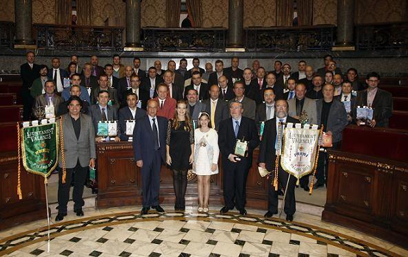 Los artistas falleros premiados asistentes a la Gala del Artista Fallero ayer en el hemiciclo/ayto valencia