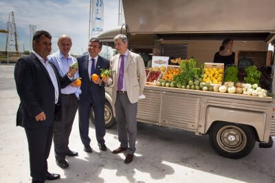 Los participantes en la presentación con productos típicos valencianos/route de les princeps-carmen hidalgo