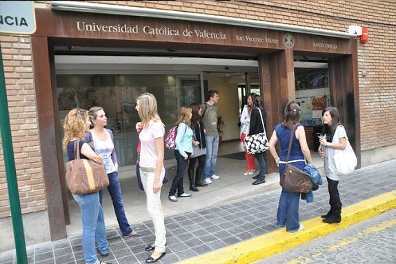 Entrada principal a la Universidad Católica en el barrio de El Carmen/ucv