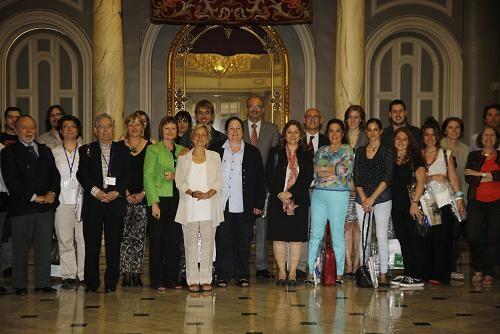 Los asistentes al symposium en el Ayuntamiento de Valencia con el concejal de Educación/ayto vlc