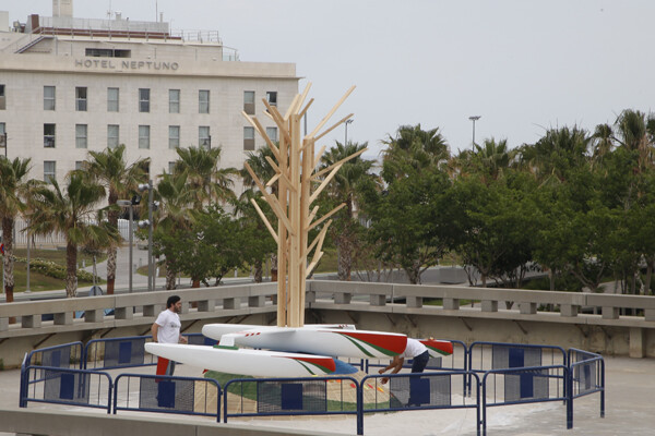 La falla que ha plantado el artista fallero Manolo Martín en el Veles e Vents/m.molines